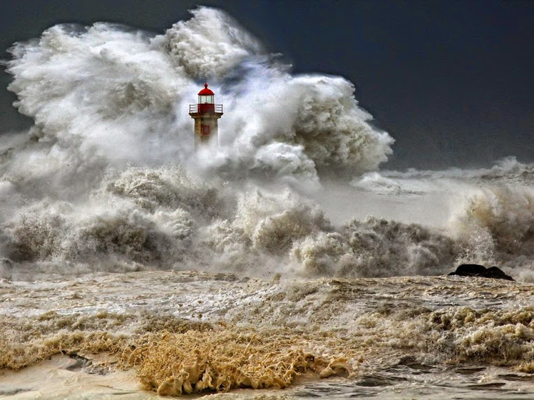 stormy-seas-portugal