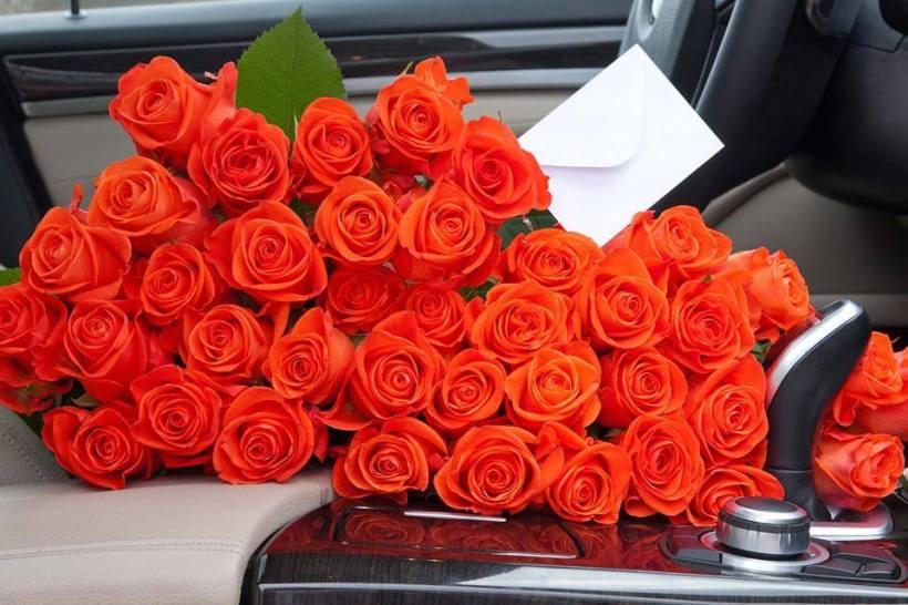 2doz_roses_car