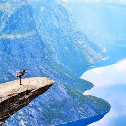 Yoga_cliff