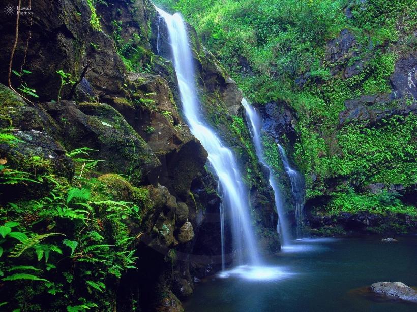 maui-hawaii waterfall