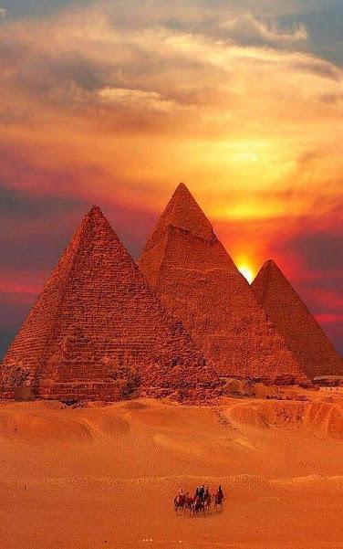 3 Giza pyramids